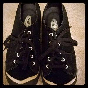 Keen sneakers size 9